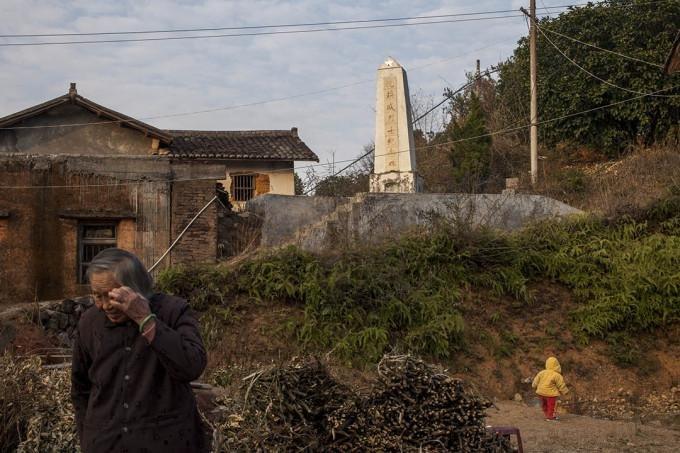 在广东省梅县的沈焕盛烈士纪念碑。广东,2011