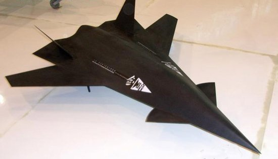国防大学教授:无人机可与四代机组成战机群