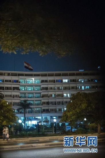 """这是2012年6月19日在埃及开罗拍摄的马阿迪军事医院。据埃及中东社报道,埃及前总统穆巴拉克当晚从监狱转移到军事医院时已经""""临床死亡""""。 新华社记者李木子摄"""