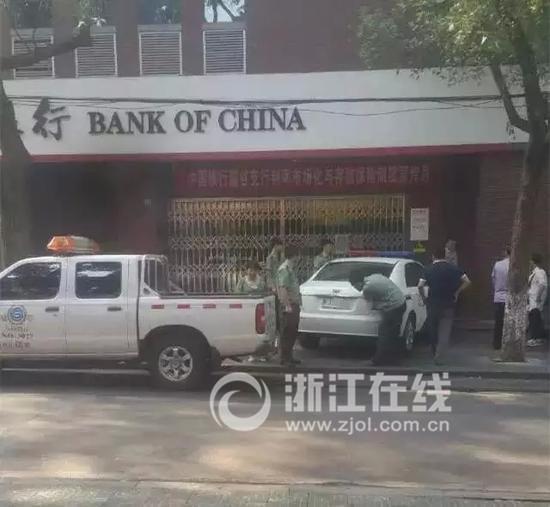 浙江警车长沙违停被城管扣留 警方:认可处罚