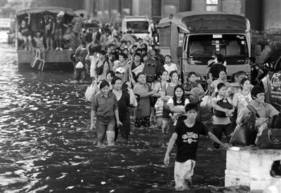 泰国水灾蔓延曼谷 造成356人丧生900万人受灾