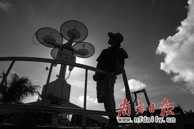 三沙气象局正积极筹建 工作人员自己下海捕鱼