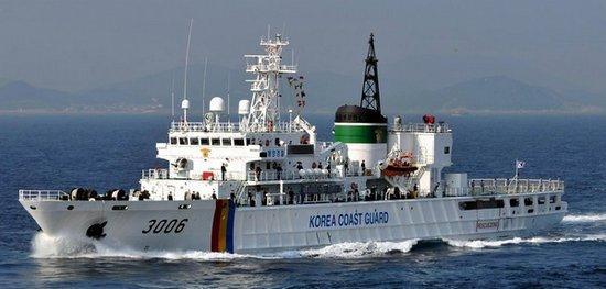 韩媒:韩军警在海上救起8名朝鲜船员 均愿返朝