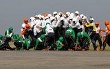 印度军方再开挂 58人挤一辆摩托车创新世界纪录