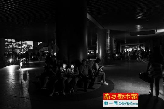 广州遭台风袭击40余万户停电