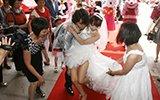 """中国式""""奢婚"""" 男方给女方600万见面礼"""