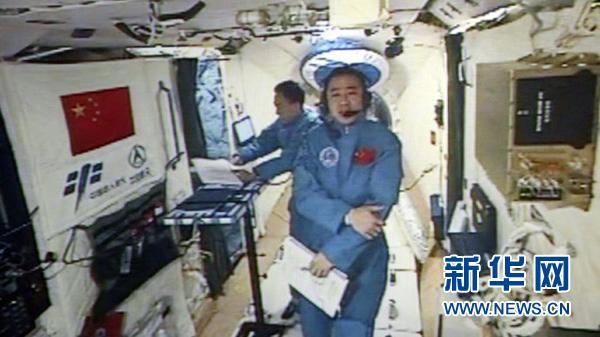 航天员陈冬:一闭眼就能睡着 我还没看见外星人