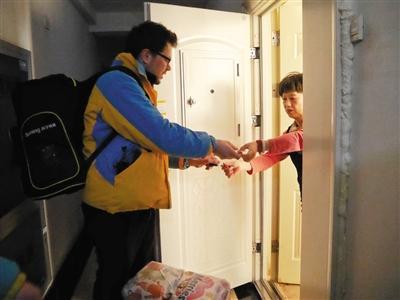 30余名外国人应征当快递员 春节时义务送件(图)