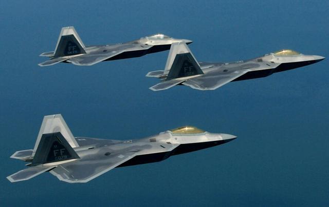 港媒:春节闯东海防识区战机或为美军F-22