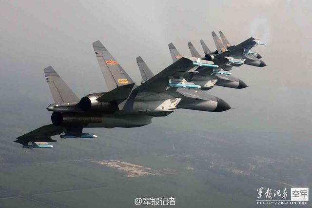 解放军红蓝两方各50架战机展开空中大战