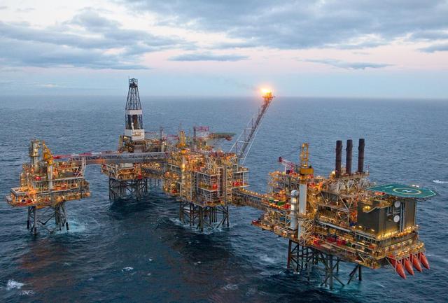 石油开采_英媒称中国控制英国北海石油开采 钻井台成战略武器
