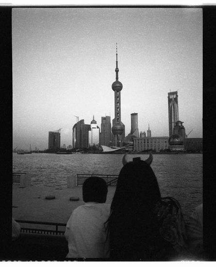 王耀东:摄影,通过臆想来暗示一些东西