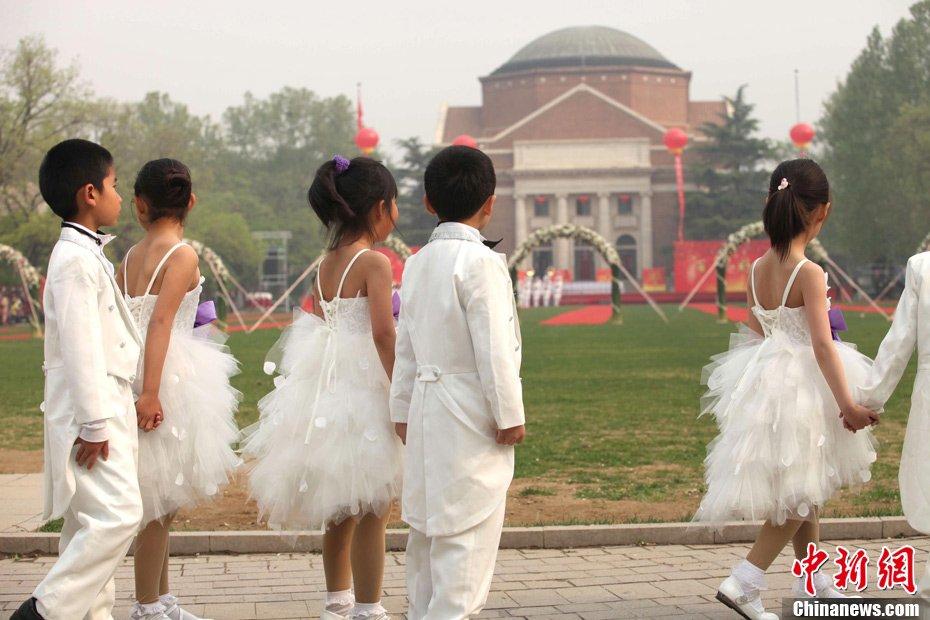 高清:清华大学举行近800人大型集体婚礼【組圖文】_图1-12