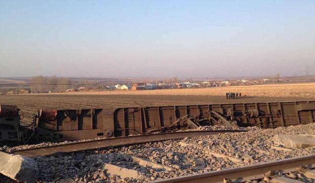 黑龙江一旅客列车发生脱线事故 15名旅客受伤