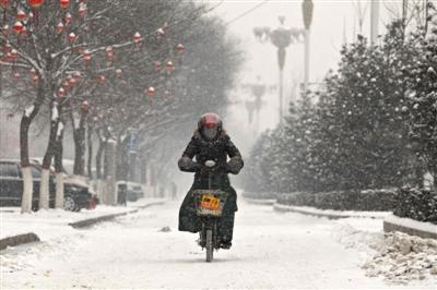 春运返程遇雨雪 京广京沪高铁近百趟晚点