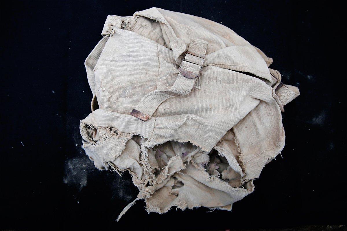 帆布包。李中华随身携带的帆布包已经风化,他的书信和部分遗物,就是装在这个包里被发现的。