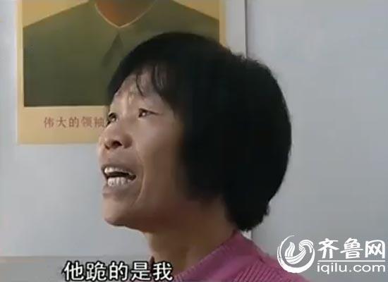男子火车站跪别父母 继母:他主要是跪我(图)