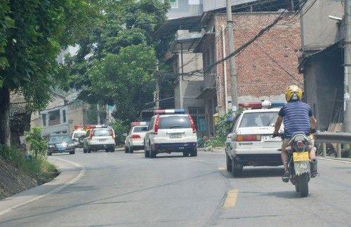 大批警力赶往重庆歌乐山增援围捕周克华(图)