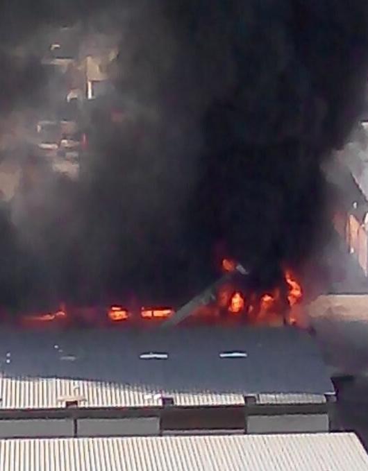 石景山区衙门口景阳市场内发生火灾 伤亡不详