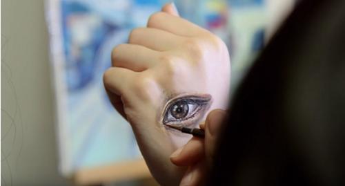人体当画布:美女艺术家妙笔绘出另类世界(图)