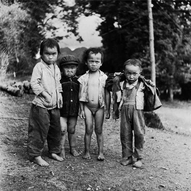1973年10月,云南省腾冲县,四个小伙伴。
