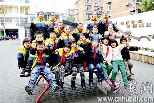 武汉一小学10对双胞胎 为便于管理都在同一班级