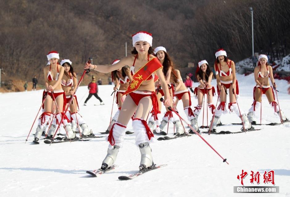 美女着圣诞泳装冰天雪地秀性感身材 - 小红 - 快乐的小红,小红的快乐