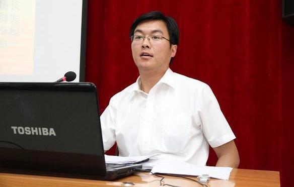 现年39岁的王华杰目前已出任共青团青海省委书记,跻身正厅级干部。