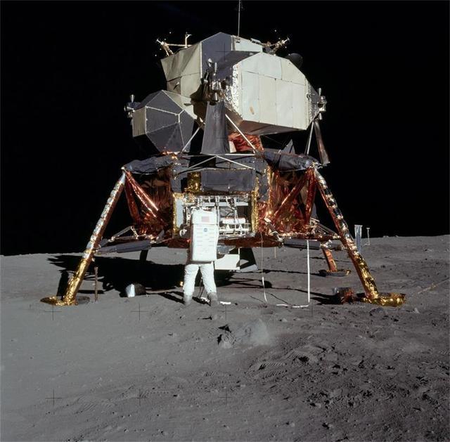 阿波罗11号登月舱黄金复刻模型被盗 损失无法估量