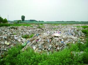 北京20亩空地一夜变垃圾场 倾倒大量建筑垃圾_新闻_百辉网