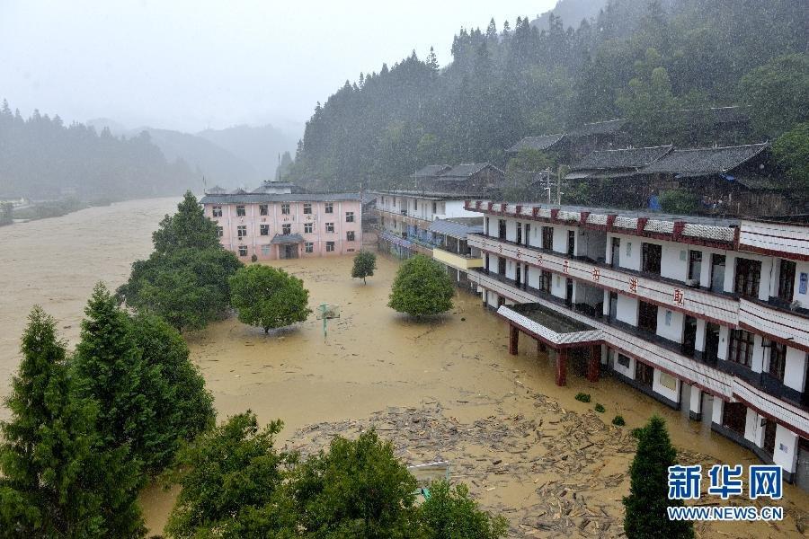 贵州榕江县遭暴雨袭击 洪水瞬间冲垮72米长桥2015.5.28 - fpdlgswmx - fpdlgswmx的博客