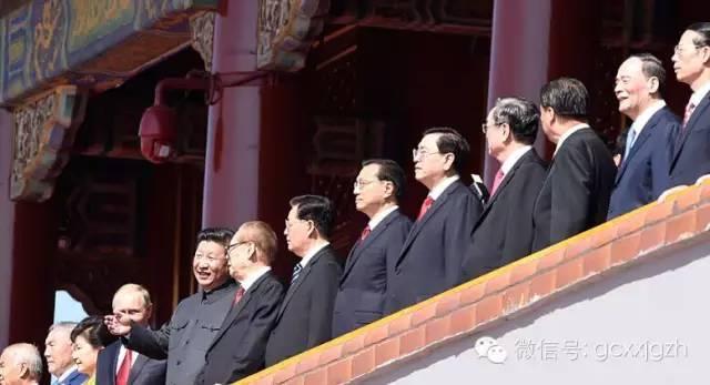 天安门城楼上,阅兵观礼老同志的6个细节(组图)