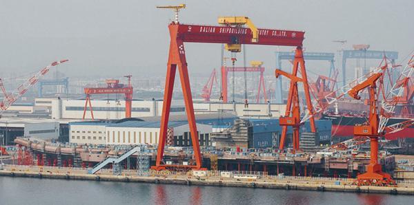 外媒:中国首艘国产航母即将竣工 舰岛有9层楼高
