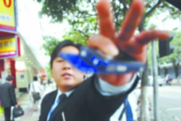 黑龙江鹤岗副市长拒记者拍照:我有肖像权