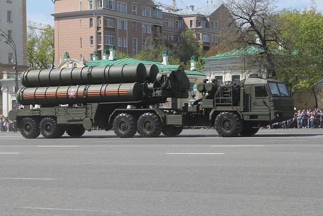 长锷刺天:中国引进俄罗斯S-400防空导弹