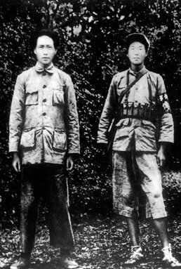 毛泽东在瑞金与红军官兵合影