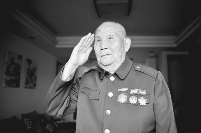 86岁抗日老兵:12岁参加八路军 挖战壕炸碉堡