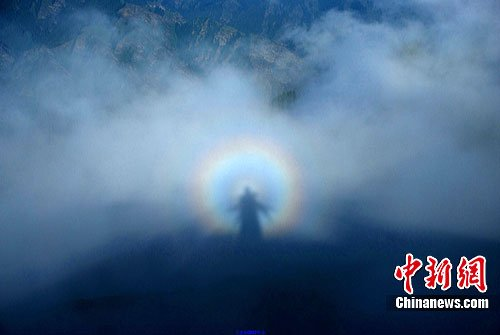 组图:新疆天山天池出现罕见佛光奇观 - 乐园 - 高山流水