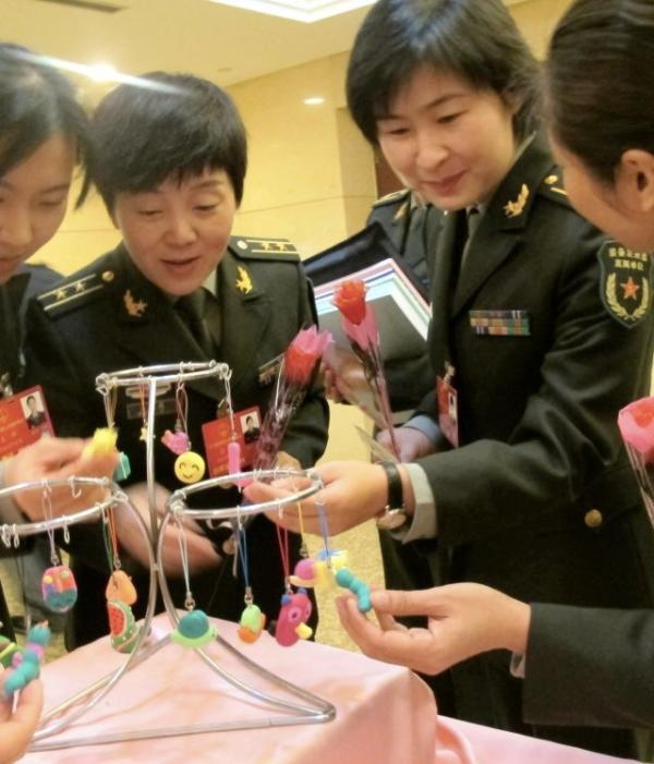航天员刘洋已佩戴军委装备发展部直属单位新臂章