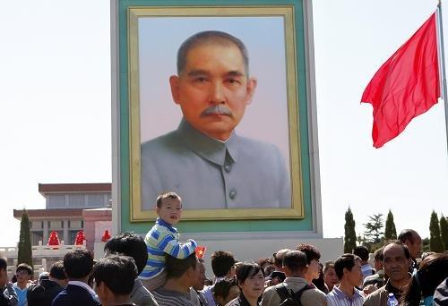 国庆日天安门广场竖起孙中山巨幅画像(组图)