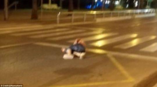 西班牙女警以一敌五击毙4名恐怖分子成英雄