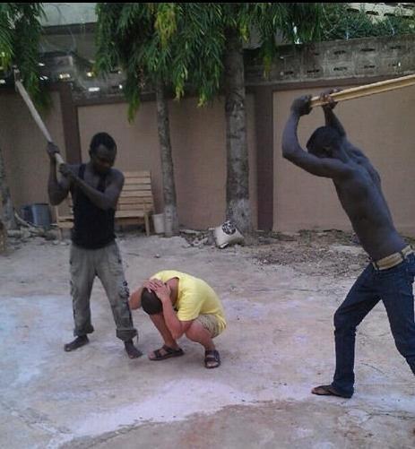 中方要求加纳文明执法 制止当地居民抢劫华人