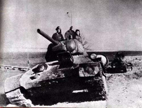 史上最牛女司机:变卖家产自购T34碾死30多德军