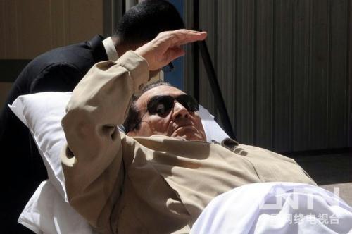 """穆巴拉克转狱时泪流满面 称""""埃及出卖了我"""""""