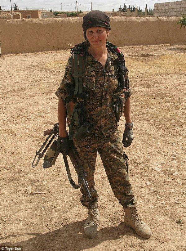 退役女模特前往叙利亚加入护卫队对抗ISIS