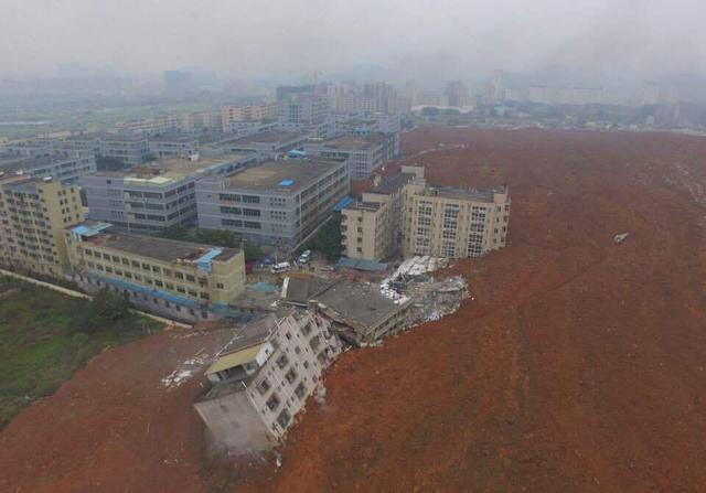 深圳山体滑坡已致59人失联 被埋建筑含1间食堂