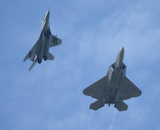 美军F-22首赴东南亚演习 加强在中国周边轮驻