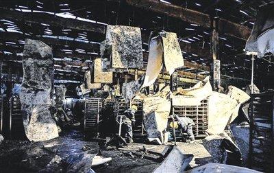 火灾车间逃生门打不开 许多人死在门口
