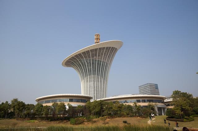 """""""马蹄莲""""建筑群也将成为武汉未来新能源与科技的中心 裸眼3d视频生动图片"""