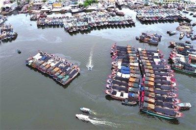 我国两艘渔政船开赴南海打击外国侵渔行为(图)